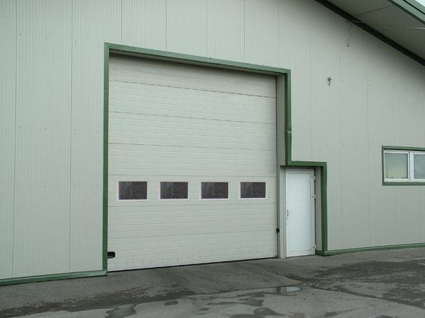 ECOTOR ipari kapu hőszigetelt ablakokkal