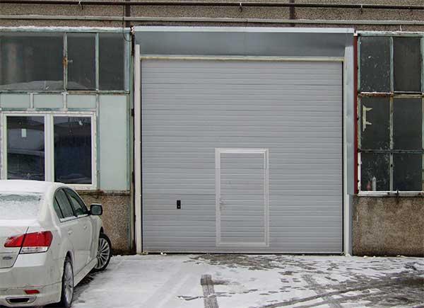 Egyszerű ipari kapu tökéletes megoldásként a Tűzpenge Kft. telephelyén - referencia