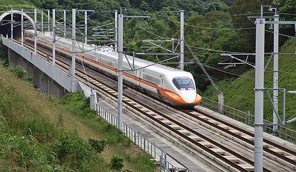 Nagysebességű vasúti közlekedés köti össze jövő évtől Londont és Skóciát