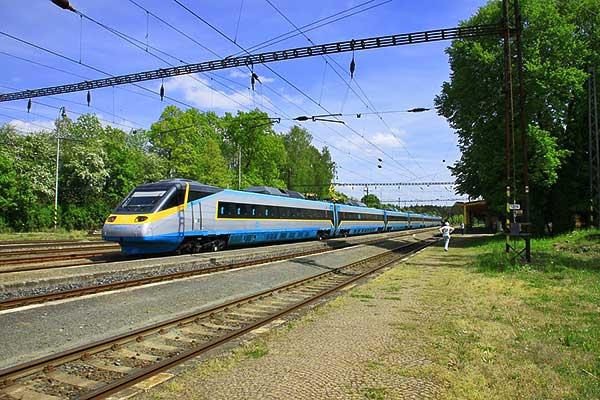 Csehország a francia szabályok alapján építi meg nagysebességű vasútjait