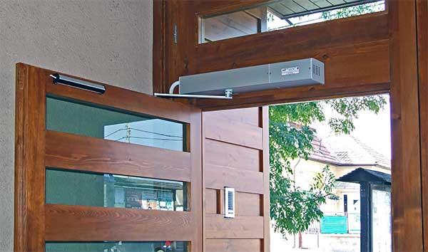 Ditec ajtónyitó kiforrott konstrukció, többféle kivitelben választható