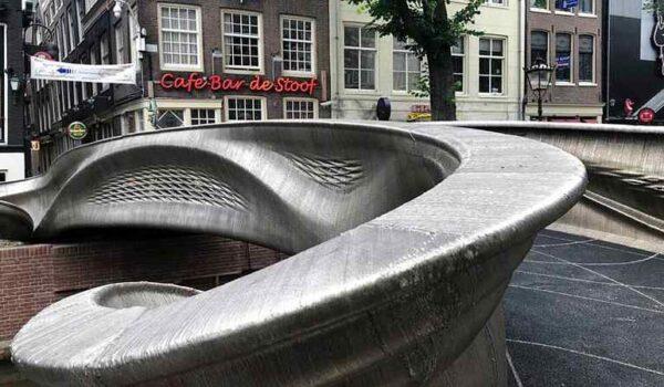 Megnyitották a Föld első háromdimenziós nyomtatással készült acélhídját Amszterdamban